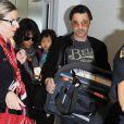Halle Berry, son mari Olivier Martinez et leur fils Maceo arrivent à l'aéroport de Los Angeles en provenance de Paris, le 4 janvier 2015. Ils ont passé les fêtes dans la capitale. Nahla, la fille de l'actrice restée avec son père à Los Angeles, est venue les accueillir à l'aéroport.