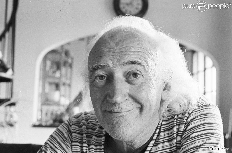 En France, en Bretagne, dans le Finistère, René Vautier chez lui au Conquet, le 25 août 1983