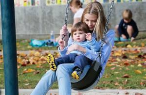 Jaime King : Tendre moment de complicité au parc avec son fils James et son mari
