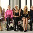 Mischa Barton and Rosamund Pike lors de la Fashion Week de Londres