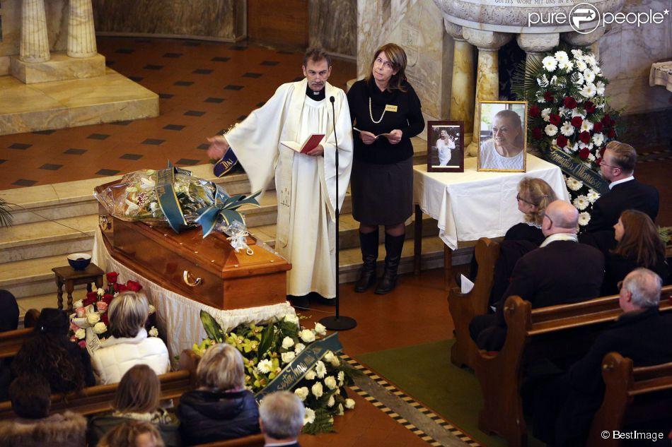 Obsèques de Maurane  Zazie et Pascal Obispo unis pour un
