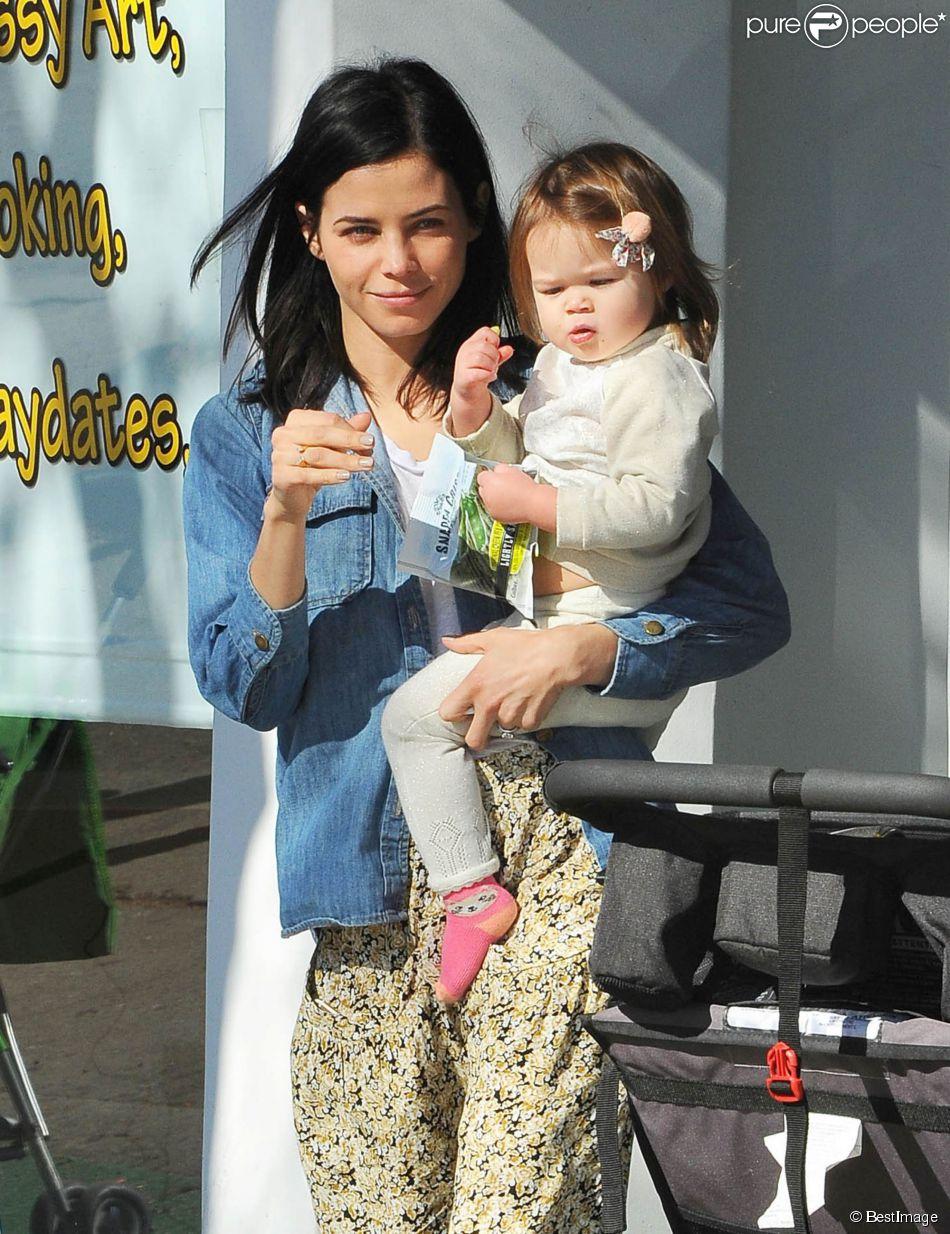 Exclusif - Jenna Dewan emmène sa fille Everly à un cours d'éveil à Los Angeles, le 14 janvier 2015.