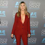 Jennifer Aniston : Décolleté indécent face à Angelina Jolie