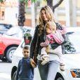 Gisele Bündchen avec son fils Benjamin et sa fille Vivian à Santa Monica le 28 février 2014