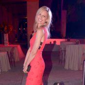 Karolina Kurkova : Bombe flamboyante pour une nuit d'art à Miami