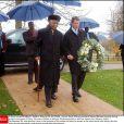 Charles Spencer, frère de Lady Di, accompagnant le 1er novembre 2012 Nelson Mandela sur la tombe de la princesse de Galles, à Althorp.