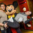 L'acteur Rayane Bensetti et Denitsa Ikonomova ont passé une journée inoubliable au parc Disneyland à Marne-la-Vallée. Janvier 2015.