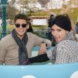 Le comédien Rayane Bensetti et Denitsa Ikonomova ont passé une journée inoubliable au parc Disneyland à Marne-la-Vallée. Janvier 2015.