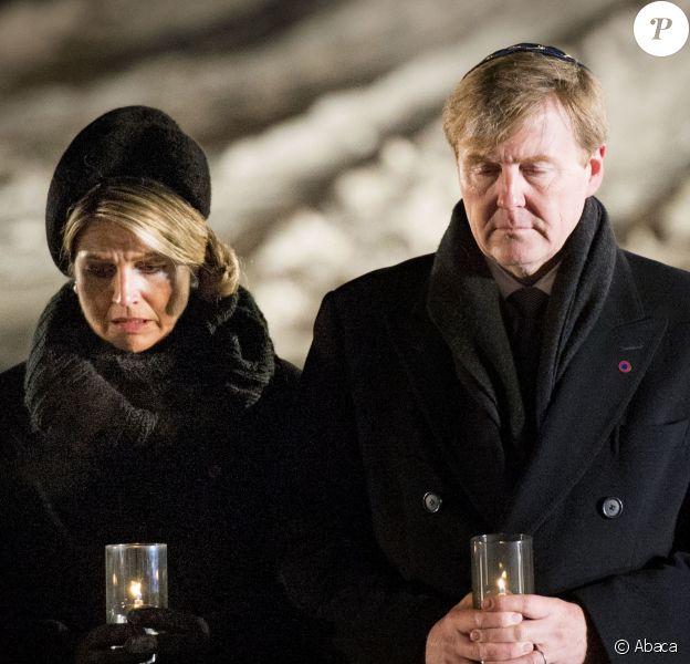 Le roi Willem-Alexander et la reine Maxima des Pays-Bas étaient particulièrement émus au moment de déposer une bougie à Auschwitz-Birkenau le 27 janvier 2015 lors de la cérémonie pour les 70 ans de la libération du camp de concentration et d'extermination
