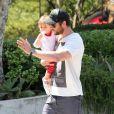 Chris Hemsworth et sa fille India se rendent dans un cabinet médical à Malibu, le 10 avril 2014.