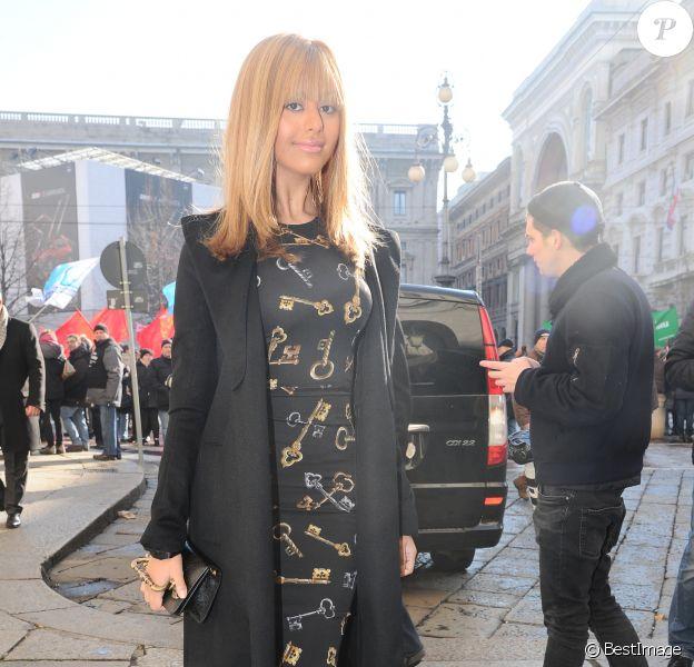 Zahia Dehar arrive au théâtre La Scala pour assister au défilé Dolce & Gabbana Alta Moda printemps-été 2015. Milan, le 30 janvier 2015.