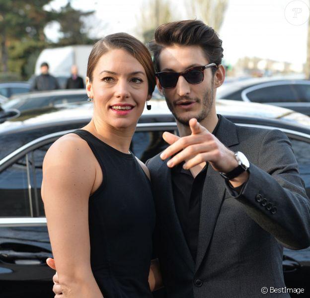 Pierre Niney et sa compagne Natasha Andrews - Arrivées des people au défilé de mode hommes Dior collection prêt-à-porter Automne Hiver 2015/2016 au Tennis Club de Paris le 24 janvier 2015.