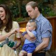 Kate Middleton, le prince William et le prince George de Cambridge au zoo de Taronga à Sydney, en Australie, le 20 avril 2014