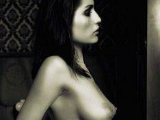 PHOTOS : La sublimissime Laetitia Casta vous présente ses magnifiques courbes...