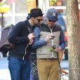 """L'acteur Jesse Tyler Ferguson, de la serie """"Modern Family"""", a dejeune avec son compagnon Justin Mikita a New York."""