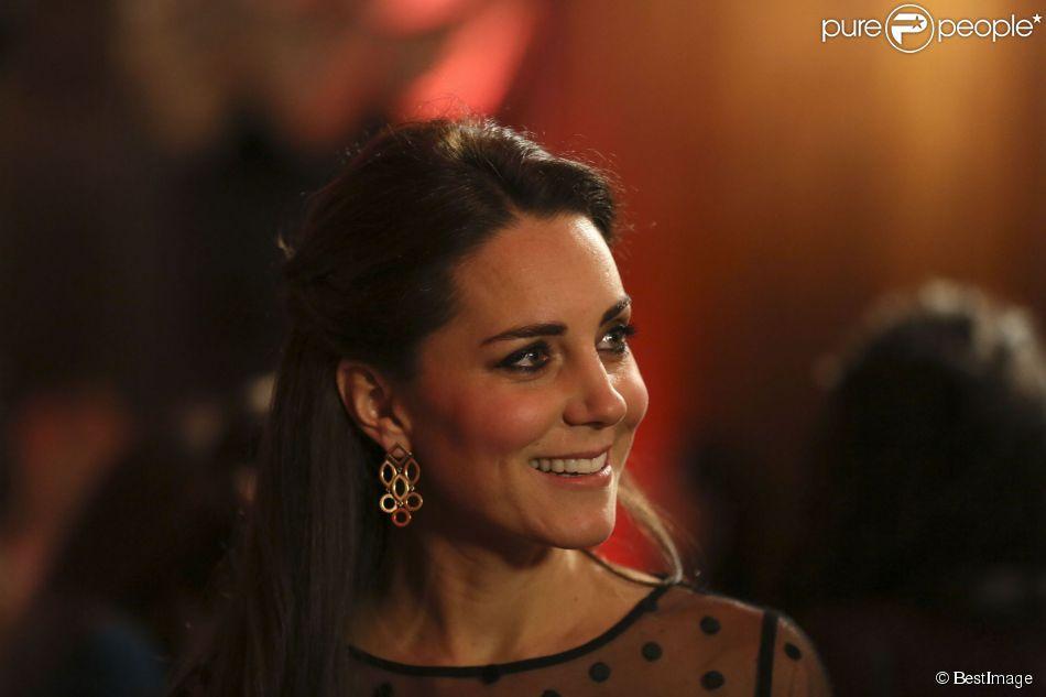 Kate Middleton à Kensington Palace le 19 novembre 2014 lors des premiers Place2Be Wellbeing in Schools Awards.