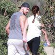 Lea Michele se promène, main dans la main, avec son petit ami Matthew Paetz au TreePeople park à Beverly Hills, le 25 janvier 2015