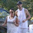 """Lea Michele et son compagnon Matthew Paetz sont allés faire une marche avec des amis dans le parc TreePeople à Studio City. Le couple est ensuite allé déjeuner au restaurant """"Zankou Chicken"""". Le 8 février 2015"""