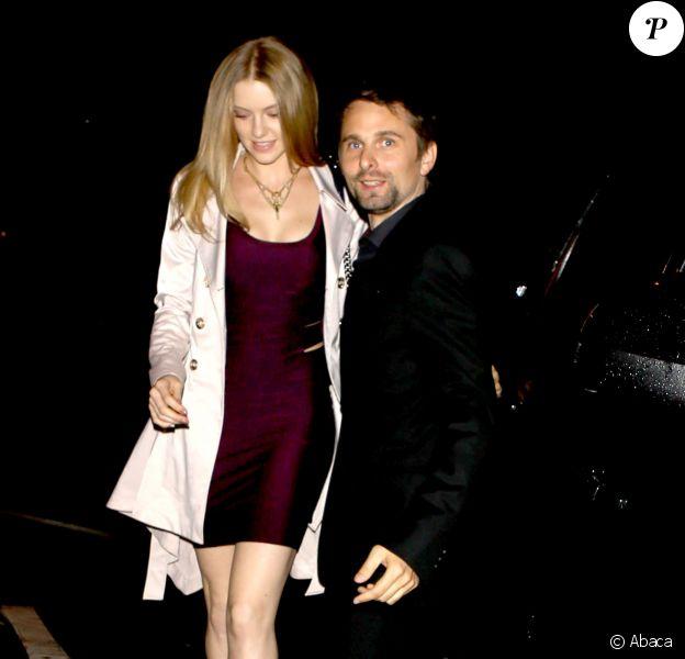 Exclusive - Matthew Bellamy le leader du groupe de rock Muse et sa possible nouvelle petite amie se rendent au restaurant Craid à West Hollywood pour dîner, le 24 février 2015. La jeune femme ressemble beaucoup à son ex-fiancée Kate Hudson.
