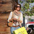 Cindy Crawford fait du shopping à Los Angeles le 23 février 2015.