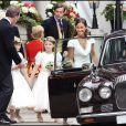 Pippa Middleton et les pages et demoiselles d'honneur du mariage du prince William et de Kate Middleton quittent le Goring Hotel pour se rendre à l'abbaye de Westminster, le 29 avril 2011