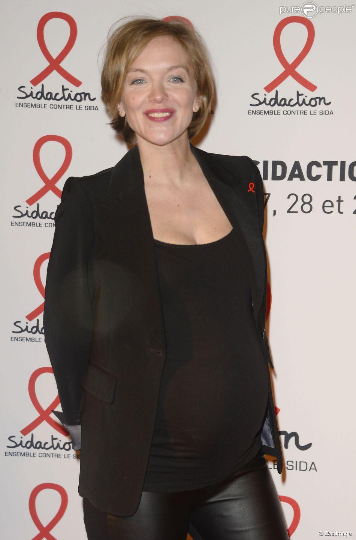 """L'animatrice Maya Lauqué enceinte - Soirée de lancement du """"Sidaction 2015"""" au Musée du Quai Branly à Paris, le 2 mars 2015."""