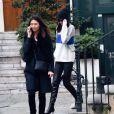Kendall Jenner quitte l'atelier Vivienne Westwood à l'issue d'essayages, et se rend au restaurant L'Avenue. Paris, le 4 mars 2015.