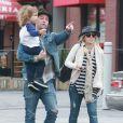 Exclusif - Jackson Rathbone, sa femme Sheila Hafsadi et leur fils Monroe sont allés déjeuner avec des amis au restaurant The Six à Studio City, le 1er novembre 2014.