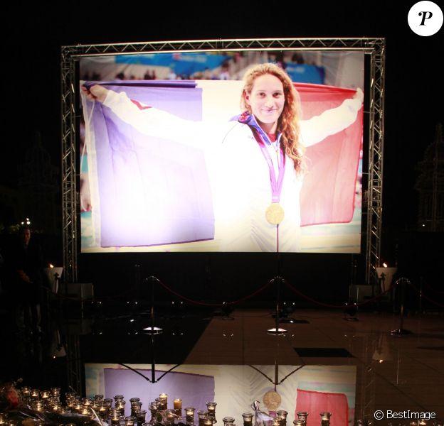 Nice avait décidé de rendre hommage à Camille Muffat, sa championne décédée la veille dans un accident d'hélicoptères sur la promenade du Paillon, le 10 mars 2010