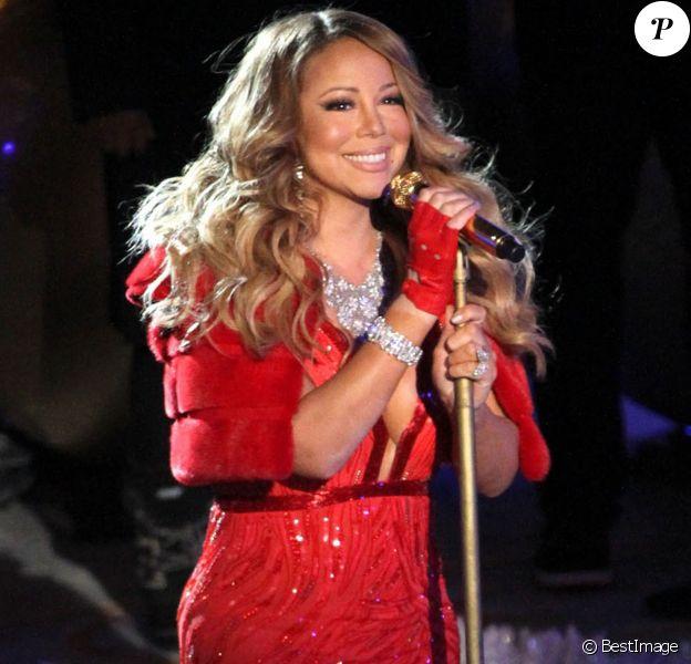 """Mariah Carey chante à la cérémonie de Noël au """"Rockefeller Center"""" à New York, le 3 décembre 2014"""