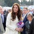 Kate Middleton, enceinte, en visite le 12 mars 2015 aux studios Ealing à Londres, où est tournée la série Downton Abbey.