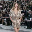 Gisele Bündchen défile pour Chanel (collection prêt-porter printemps-été 2015) à Paris le 30 septembre 2014.