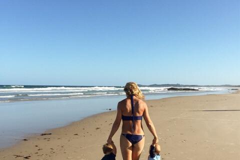 Elsa Pataky : Photo chou avec ses jumeaux à la plage pour leur 1er anniversaire