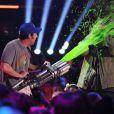Adam Sandler et Josh Gad lors des 28e Kids Choice Awards, au Forum. Inglewood, Los Angeles, le 28 mars 2015.