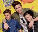 Brooklyn Beckham : Irrésistible avec ses petits frères aux Kids' Choice Awards