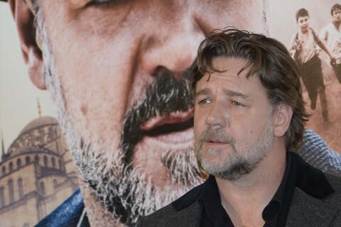 Russell Crowe harcelé par Michael Jackson !