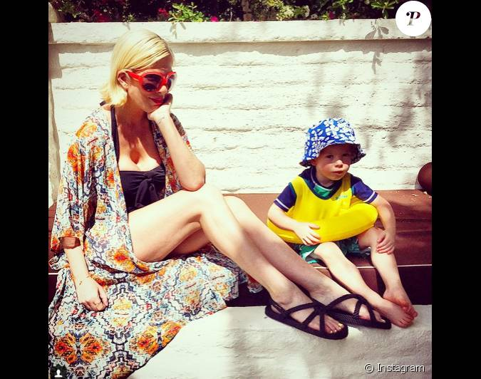 tori spelling a ajout une photo son compte instagram le 1er avril 2015. Black Bedroom Furniture Sets. Home Design Ideas