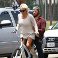 Pamela Anderson fait du vélo avec son mari Rick Salomon à Malibu, le 8 juin 2014