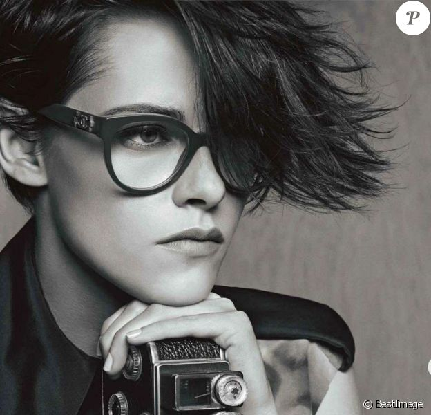 Chanel a choisi l'actrice Kristen Stewart pour la promotion de sa gamme de lunettes le 6 avril 2015.
