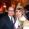 Lââm et François Hollande au dîner d'Etat au Palais de l'Elysée en l'honneur du président tunisien Beji Caïd Essebsi à Paris le 7 avril 2015.