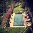Mischa Barton profite de la piscine de sa somptueuse villa, sur Instagram le 30 juin 2013