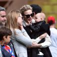 """La princesse Charlène de Monaco porte sa nièce Kaia, la fille de son frère Gareth, lors de la 5e édition du """"Tournoi Sainte-Dévote"""" organisé par la Fondation Princesse Charlène de Monaco et la Fédération Monégasque de Rugby au Stade Louis II à Monaco, le samedi 11 avril 2015."""