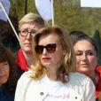 Valérie Trierweiler au rassemblement au Champ-de-Mars à Paris le 14 Avril 2015 pour les 219 lycéennes enlevées par Boko Haram il y a un an.