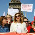 Valérie Trierweiler au rassemblement au Champ-de-Mars à Paris le 14 Avril 2015 pour les 219 lycéennes enlevées par Boko Haram il y a un an