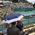 Le court central Rainier III du Monte Carlo Country Club a du être bâché pendant quelques dizaines de minutes, car la finale remporté par Novak Djokovic en 3 sets sur Tomas Berdych a été interrompue par la pluie lors de la 109ème édition du Monte Carlo Rolex Masters à Roquebrune-Cap-Martin le 19 avril 2015.
