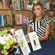 """Giuliana Rancic dédicace son livre """"Going Off Script"""" à Chicago, le 9 avril 2015"""