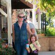 Exclusif - Rebecca Romijn et son mari Jerry O'Connell sont allés déjeuner avec leurs filles Charlie et Dolly à Calabasas. Le 25 octobre 2014