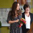 Kate Middleton à Londres le 18 mars 2015, en visite dans un foyer pour enfants, à un mois du terme de sa seconde grossesse.