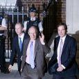 Le gynecologue Marcus Setchel et l'obstetricien Alan Farthing de Kate Middleton quittent l'hopital St Mary a Londres le 22 juillet 2013.
