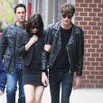 Dakota Johnson et son petit ami Matthew Hitt à New York, le 27 avril 2015.